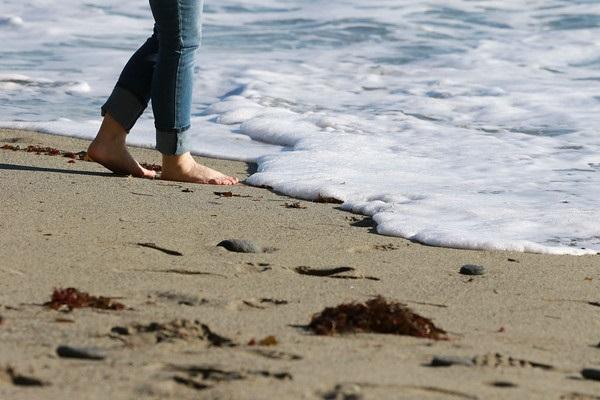Mary Hurlbut ocean w feet